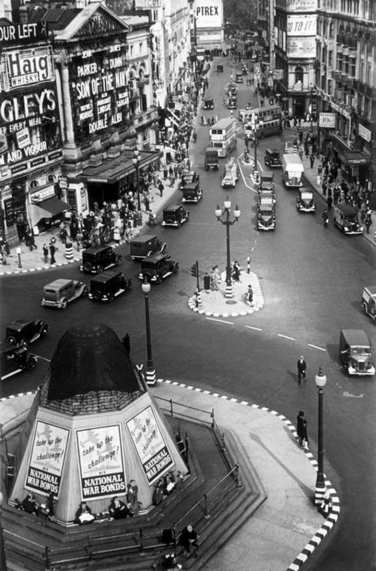 George Rodger, England. London. Picadilly Circus. 1940.