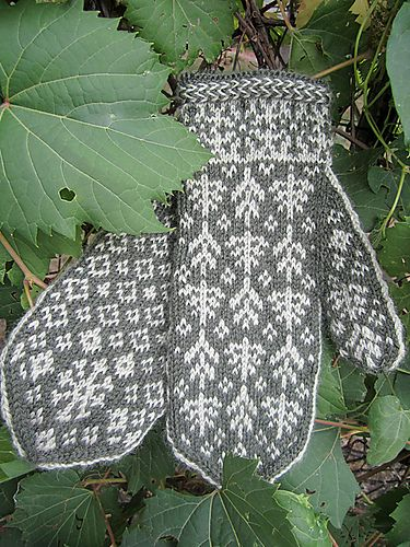 Ravelry: Tundra Mittens pattern by Natalia Moreva