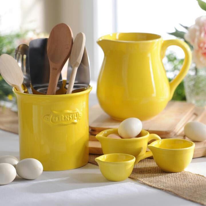 Love yellow in the kitchen