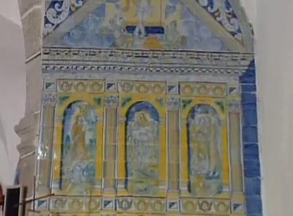 Magnífico retablo en azulejería de la Iglesia de Santa María de Gracia. Se le atribuye a Jan Floris, el precursor del Estilo Italo Flamenco que prevalecería a partir de él en la Azulejería Talaverana.
