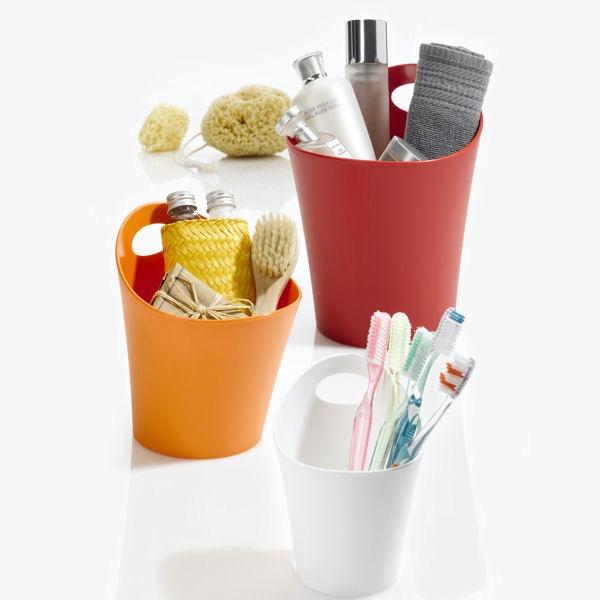 Estetyczny i praktyczny wielofunkcyjny koszyk-organizer z serii Pottichelli niemieckiej marki Koziol. Produkt został wykonany z wysokiej jakości twardego tworzywa sztucznego. Szeroki wybór kolorów oraz rozmiarów koszy umożliwia łatwe dopasowanie do kolorystyki domu.
