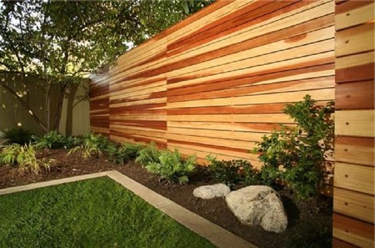 Horizontal wood fence diy for Homemade fence ideas
