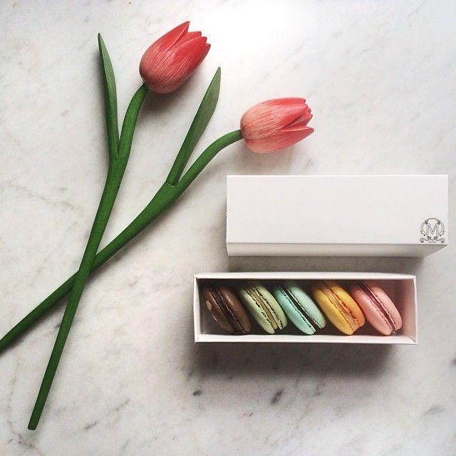 """Happy #macaronmonday!  #makmakmacarons from @makmakmacarons #woodenflowers #tulips #instafood #foodpic #foodphoto #foodphotography #foodstagram #macaronstagram #macaron #macarons #instamacaron #instaflowes #flatlay #onthetable #onthebench #patisserie #nom #minimal #igminimal #instaminimal"" Photo taken by @brigadeirochoc on Instagram, pinned via the InstaPin iOS App! http://www.instapinapp.com (01/06/2014)"