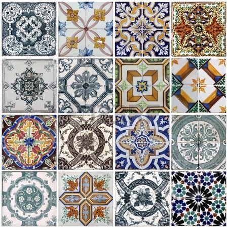 Piastrelle tradizionali dalle facciate di vecchie case a Lisbona Portogallo Archivio Fotografico