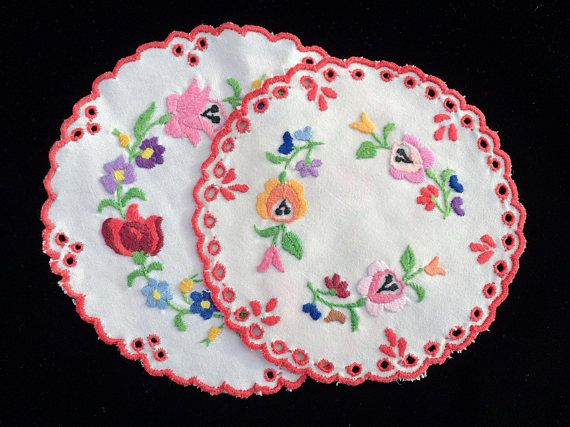 A Pair of Eastern European Vintage Embroidered Linen Doilies. 2 Authentic White Linen Cutwork Doilies with Red Scalloped Edge. RBT1874