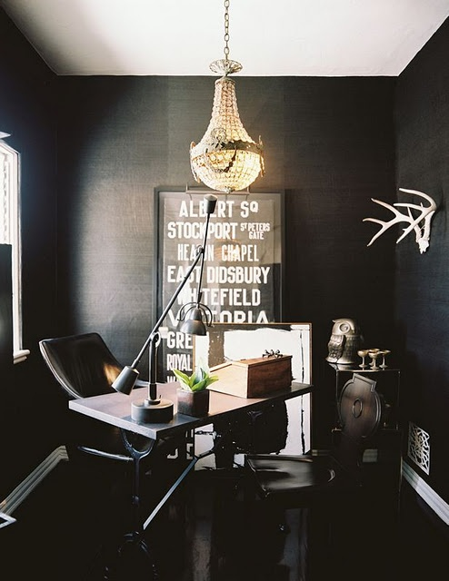 officeBlack Offices, Black Room, Offices Spaces, Work Spaces, Interiors Design, Workspaces, Home Offices, Dark Wall, Black Wall