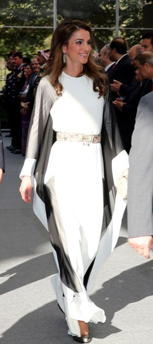 A beautiful flowing gown -- very contemporary. Queen Rania is a beautiful queen.