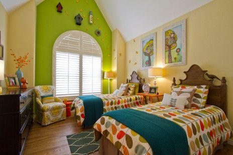 Kamar tidur penuh warna untuk dua anak perempuan