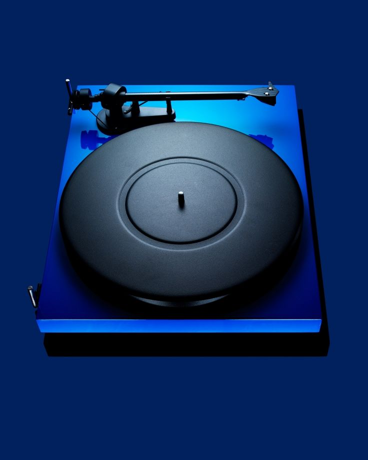 Pro-Ject Debut Carbon turntable. Pretty sure I want this!