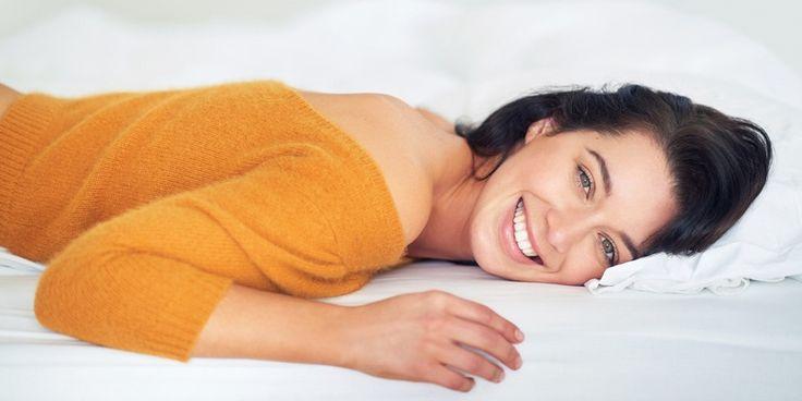 Een matras gaat heel lang mee, maar soms ontstaan er vlekken en bruine kringen waardoor het lijkt alsof het matras aan zijn eindje is. Een paar trucjes om je matras weer schoon en fris te krijgen.