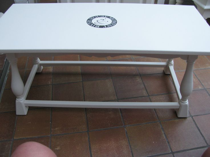 Salontafel herschilderd van houtkleur naar gebroken wit. Tafel is te koop.