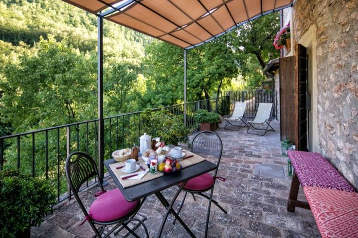Private patio at the Corinna holiday apartment, ideal for a romantic holiday in Umbria