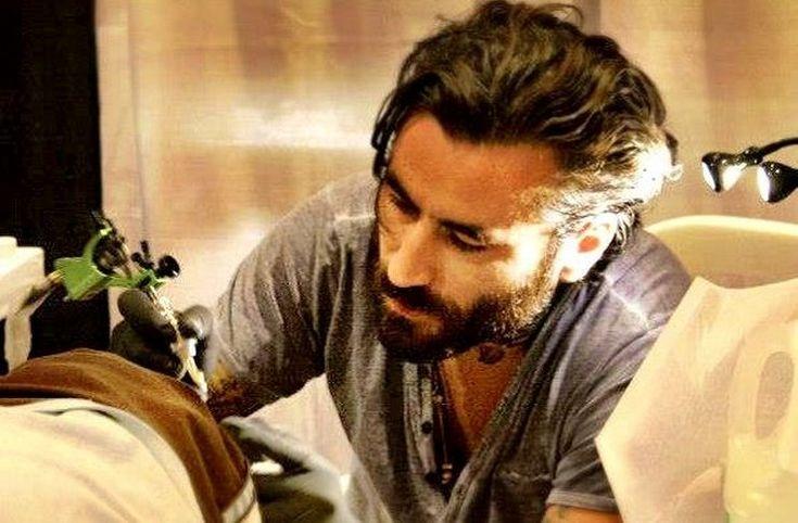 Ο Γιώργος Μαυρίδης μάζεψε 7.295 ευρώ για παιδιά με ασθένειες κάνοντας τατουάζ επί 14 ώρες