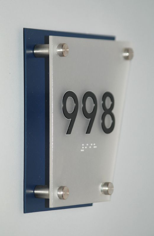 www.ovolis.com (Manufacturer): Standoffs for Glass, Cable Display Systems, Signage, Wall Display System, Standoffs for signs...