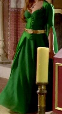 #HürremSultan #Haseki #TheMagnificentCentury #Gowns  This emerald green gown that Hürrem wears at the end of season 1 is one of my favourites!   Emerald is my birthstone so the colour gets my attention. 💎