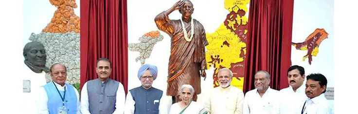 "PM, Modi share stage, battle over Sardar Patel - FrontPageIndia  http://www.frontpageindia.com/nation/pm-modi-share-stage-battle-sardar-patel/66088  The prime minister and the BJP's prime ministerial candidate were on Tuesday locked in an ideological battle over Sardar Vallabhbhai Patel, with Narendra Modi wishing the ""Iron Man"" had been India's first prime minister and Manmohan Singh underlining that Patel was a Congress leader and secular to the core."