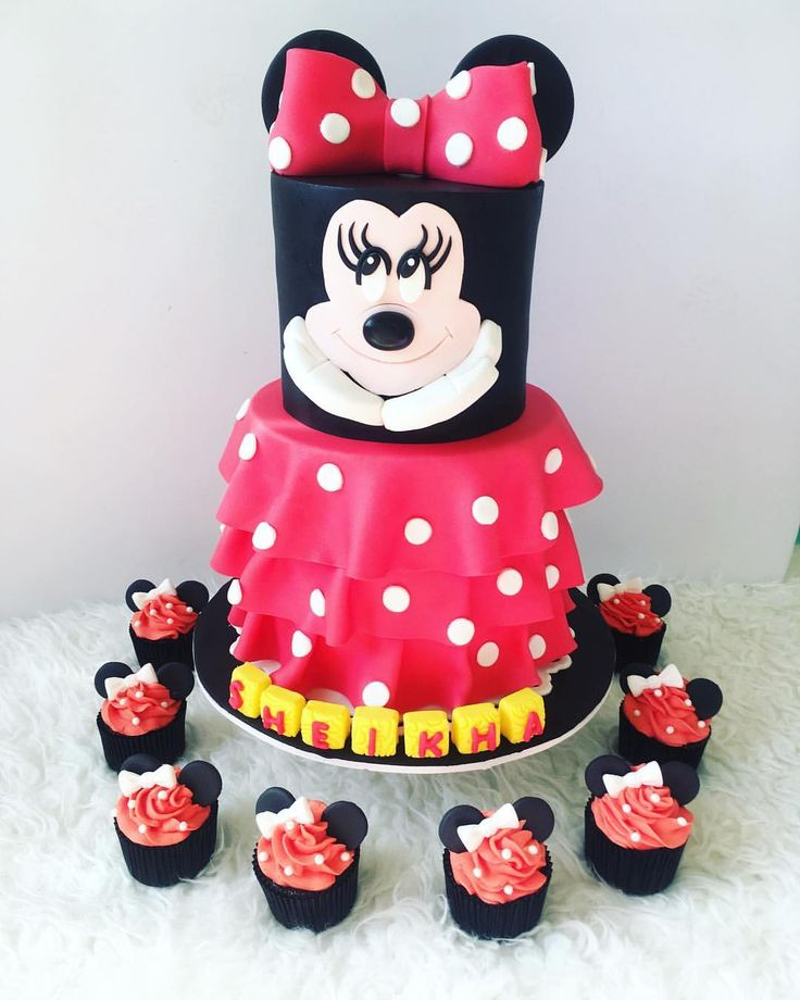 "28 Likes, 8 Comments - Sunshines_Sweettooth (@sunshines_sweettooth) on Instagram: ""All set for the party! 🎉🎉🎉🎉 #minnie #minniemouse #disney"""