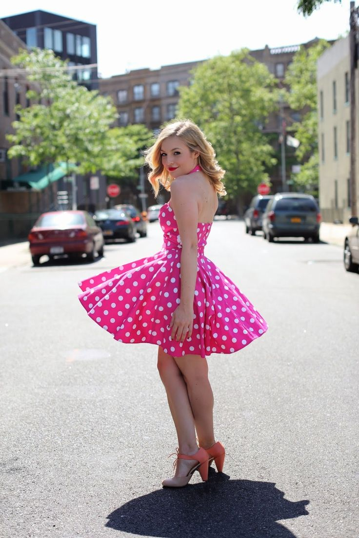 Wow, love this pink polka dot dress.  Must have! :: Pin Up Polka Dot Dress:: Retro Fashion:: Pink and Polka dots:: 50s swing dress