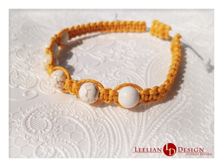 Yellow bracelet with magnesite.  Sárga karkötő magnezittel.