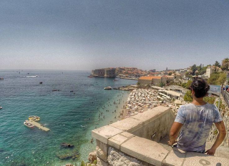 Dubrovnik 🌏⛱🌞  Caluroso días en esta bella ciudad 😉 . .  #travelblogger #backpacker #instalike #beautiful #wanderlust #loveit #nature #colors #travelgram #travelpics #instatravel #pictureoftheday #travel #traveler #instapassport #igdaily #croatian #travelling #gopro #instagood #travellers #summer #holiday #amazing #wonderfulplaces #beach #croatia #instadaily #dubrovnik #summertime