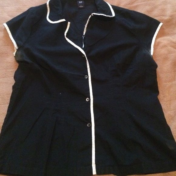 Black and white button up Short sleeve black and white button up from Gap. GAP Tops Button Down Shirts