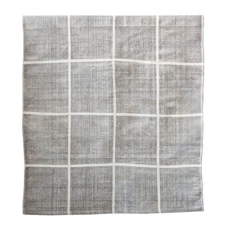 Square matta från Tell Me More. En enkel och traditionell matta med ett klassiskt vitt rutmönster mo...