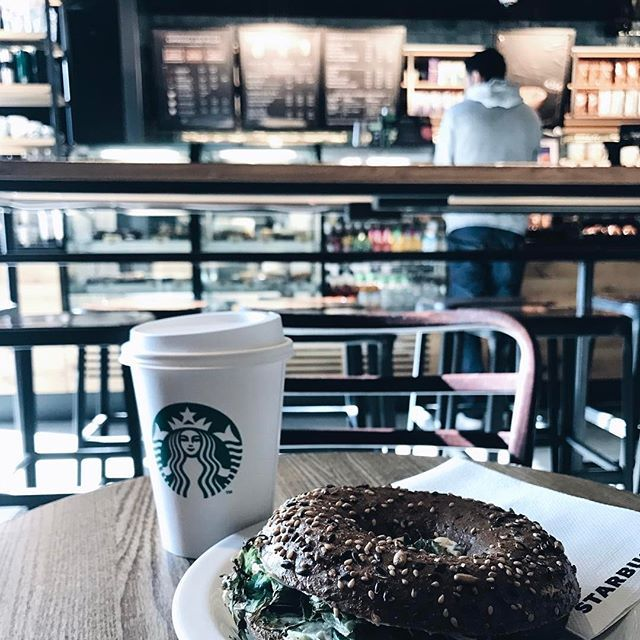 Enjoying coffee and bagel 😋🙏🏻 Good morning everyone. It's finally Fri-YAY. 💃🏻 #ohzonede #bagel #coffee #breakfast #yummy #delicious #weekend #friday  © Oh Zone All rights reserved