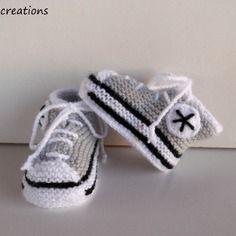 Chaussons bébé forme baskets tricotés en laine , à lacets, gris layette, 0/3 mois.