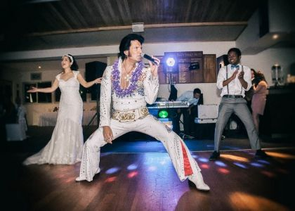 Elvis has entered the wedding ...