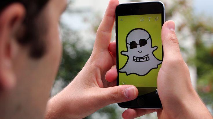 Die Messaging-App Snapchat hat 100 Millionen täglich aktive Nutzer - doch noch viel mehr fragen sich: Wie funktioniert die App überhaupt, was kann sie und wie verwendet man sie? Hier gibt es Antworten.
