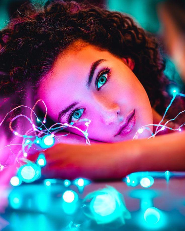 Buntes Porträt mit Lichterketten Idee kreativ