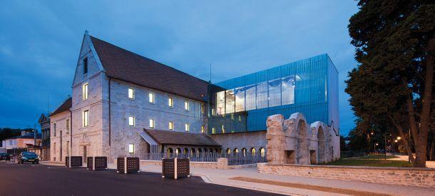 Αποκατάσταση και επέκταση μουσικής σχολής στη Νορμανδία
