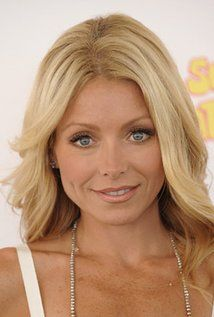 "Kelly Ripa  Born: Kelly Maria Ripa October 2, 1970 in Stratford, New Jersey, USA  Height: 5' 2½"" (1.59 m)"