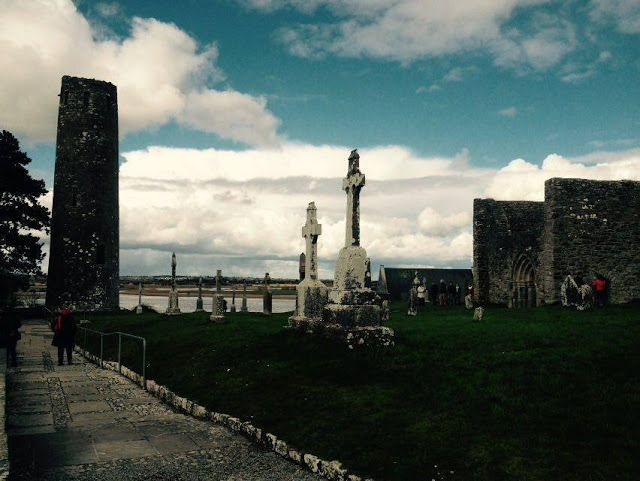 Discovering Ireland, Clonmacnoise, Co. Offaly
