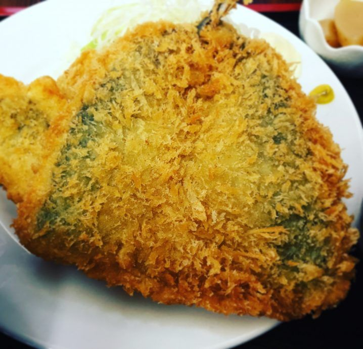 足立市場の徳田屋食堂で名物グルメ「アジフライ」を食べた