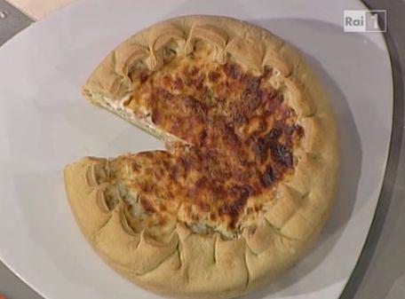 Torta+di+tagliatelle+prosciutto+piselli+e+erbe+aromatiche,+ricetta+di+Sergio+Barzetti