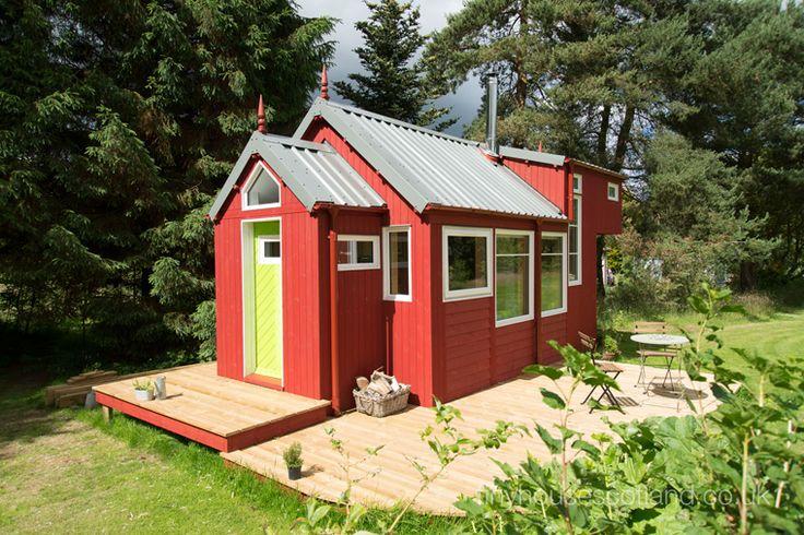 Tiny House Leben auf kleinstem Raum Minimalismus ist der neue Trend. Kleine Häuser mit großartigem Design: Dieses Tiny houses kommt im Scandi Look daher.