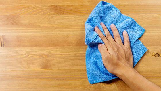 Een vaatdoek in de keuken is onmisbaar! Dagelijks voor van alles en nog wat. Het afnemen van de tafel en het aanrecht, maar ook voor het schoonmaken van het gasfornuis, de oven, de afzuigkap of de magnetron en het afnemen van spetters van de vloer en andere vieze oppervlakken.  Aangeraden wordt om hetvaatdoekje iedere dag te