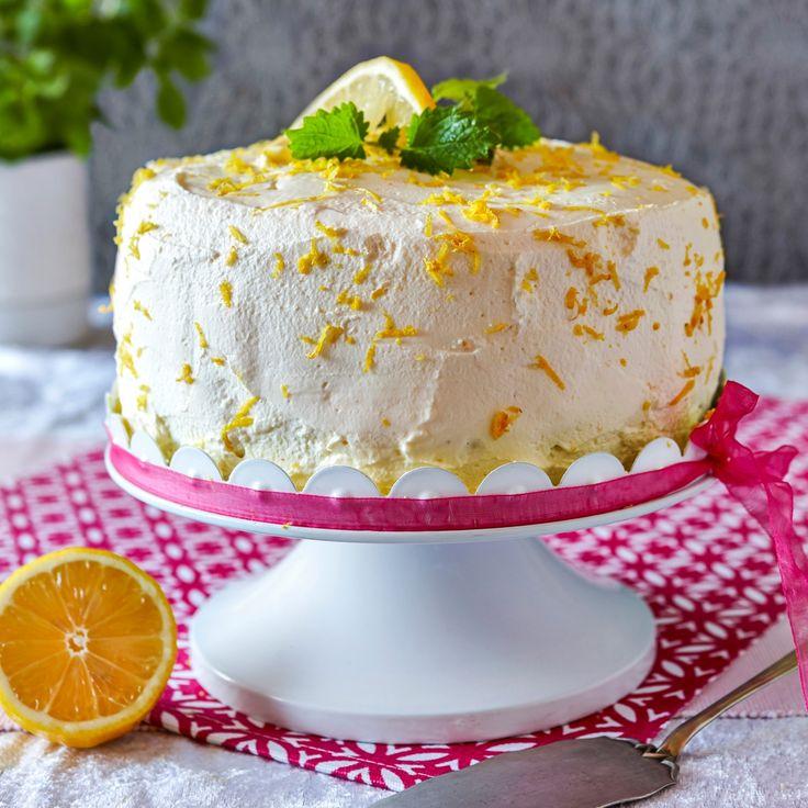 Syrlig och fräsch tårta med en fyllning av hemgjord lemon curd.