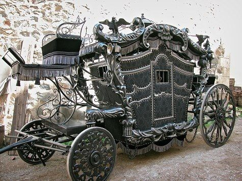 Ideal transport for a #gothicwedding