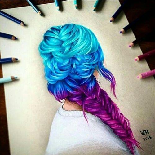 Chica con trenza de colores