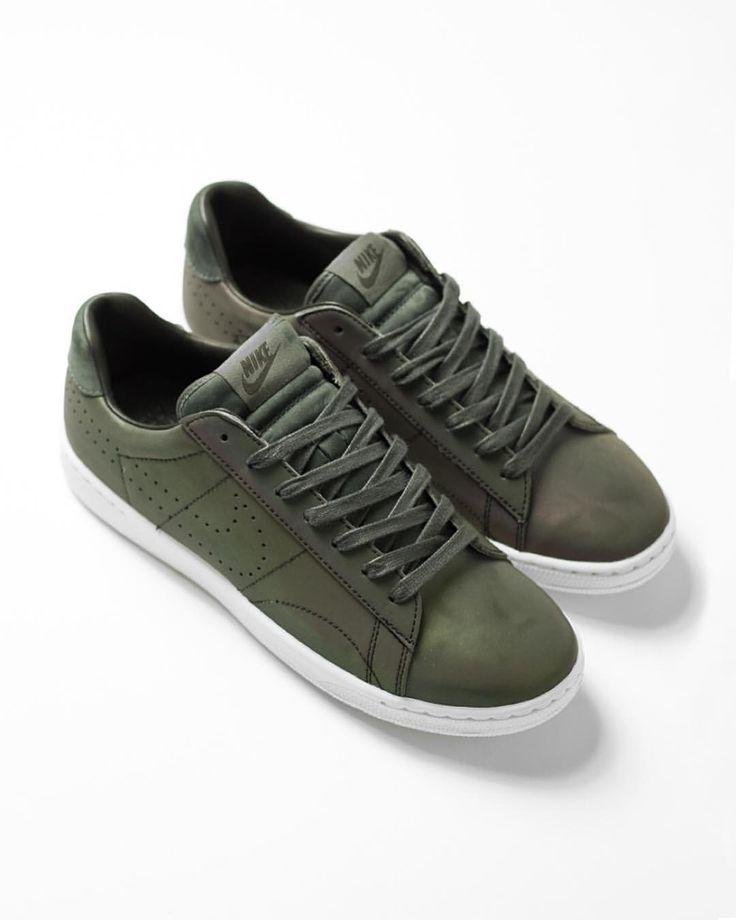 nike shox vert néon - Nike Tennis Classic Ultra Premium | Sneakers: Nike Tennis Classic ...