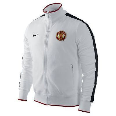 NIKE MANCHESTER UNITED AUTHENTIC N98 JACKET White. The Manchester United Authentic N98 Jacket: Comfort and team pride Designed with signature club details that honor the Red Devils, the Manchester Uni