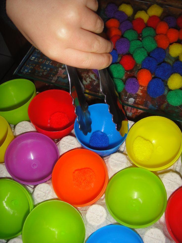 Pince et tri par couleur. http://nounoudescimes.canalblog.com/
