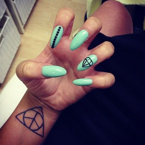Charlotte Crosby Circle Triangle Wrist Tattoo | Steal Her Style