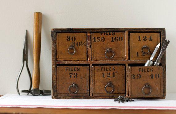 Vintage desk organizer: Diy Ideas, Drawers Labels, Decor Vintage Offices, Desks Organizations, Vintage Box, Green Colors, Home Ideas Offices Old Desks, Vintage Desks, Drawers Tools