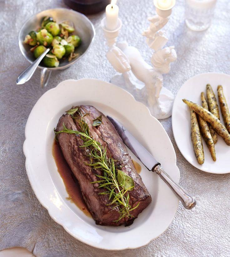 Rezept für Rehrücken mit Rehsauce bei Essen und Trinken. Ein Rezept für 4 Personen. Und weitere Rezepte in den Kategorien Gemüse, Kräuter, Wild, Alkohol, Hauptspeise, Braten (Fleisch), Backen, Braten, Kochen.