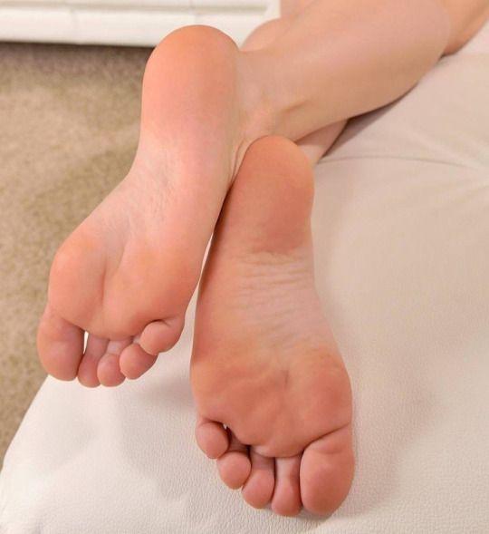 Nackte Frauen mit sexy Füßen