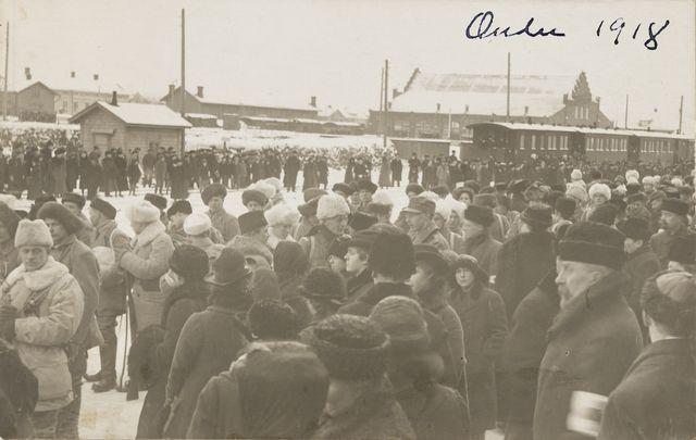 1918: Oulun I vapaaehtoinen rintamakomennuskunta lähdössä rintamalle (Oulu, Museovirasto)