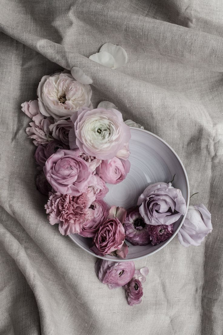 Floral still life | Rustic flowers flatlay | Pink roses | Beauty is short for flowers, so we should cherish the moments we got.